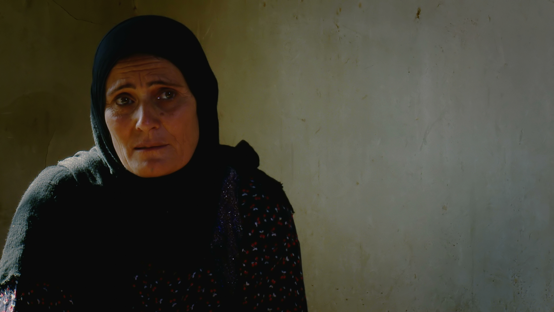 During the Third Anfal, ASMAR MOHAMMED JABAR, a young mother fleeing Mahabaram village, was arrested with all her neighbours. In spring 1988, they were moved to Topzawa prison camp where they endured cruelty and squalid living conditions.