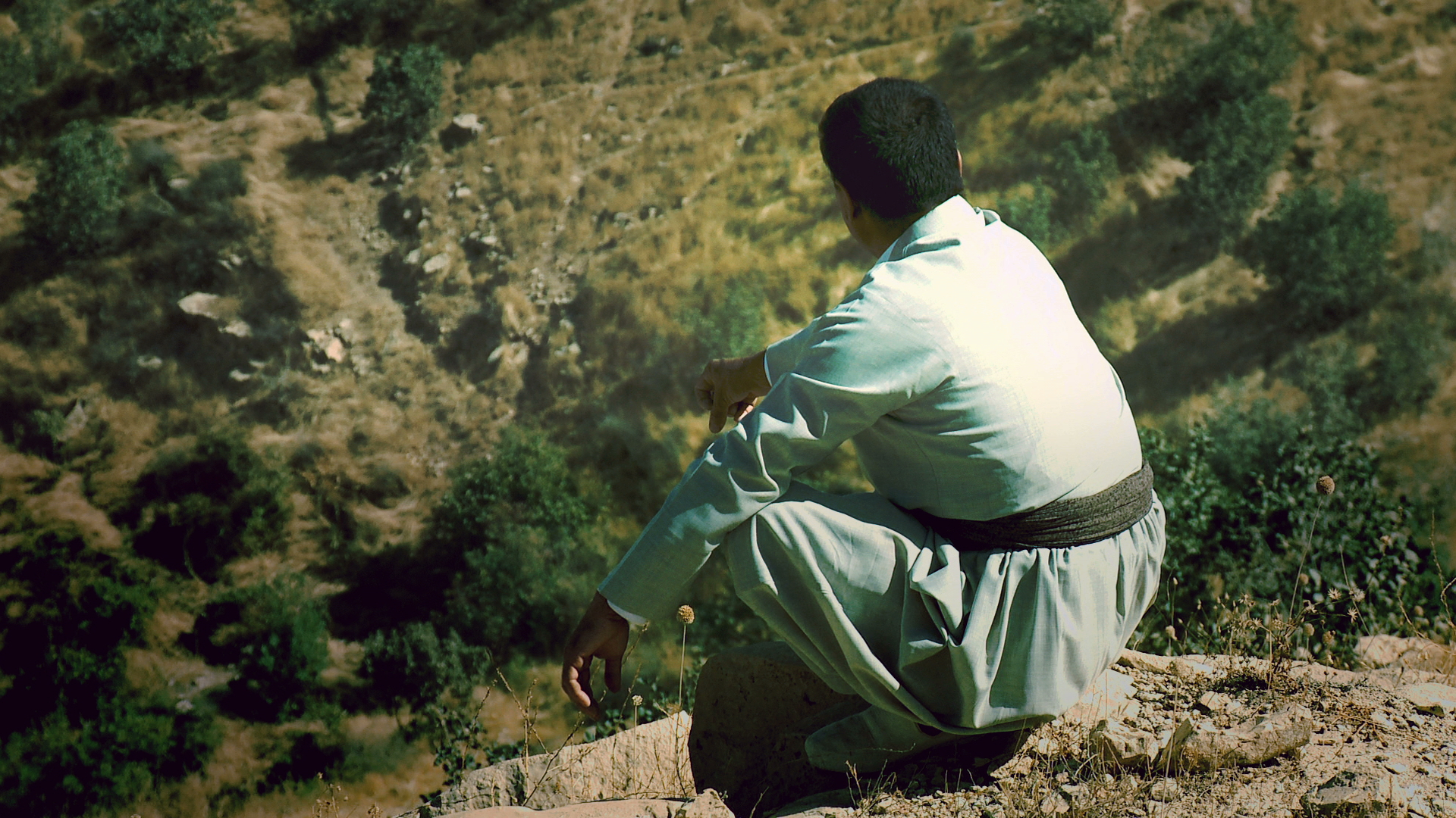 WIRYA ASKARI describes his dramatic nighttime escape from Askar in May 1988. Fleeing the chemical attack, he hid in a cave with his family and other villagers. Their presence was almost betrayed to the Iraqi army by a crying baby but the soldiers, unable to reach to the cave entrance, retreated. Just in time, Wirya stopped his brother from suffocating his own child.